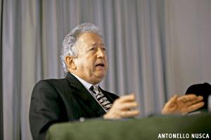 Antonio Pelayo, corresponsal de Vida Nueva en Roma, en Encuentros Vida Nueva preparando cónclave 2013