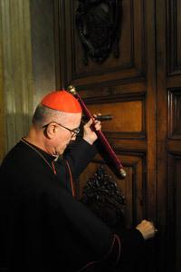 cardenal Bertone camarlengo clausura apartamento papal