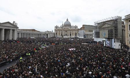 Plaza de San Pedro primer Angelus papa Francisco 17 marzo 2013