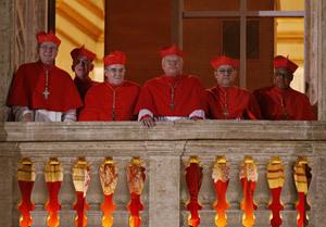 Lluís Martínez Sistach y otros cardenales en el balcón vaticano