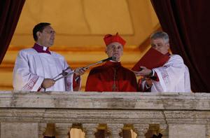 cardenal Jean-Louis Tauran protodiácono anuncia al mundo al nuevo papa