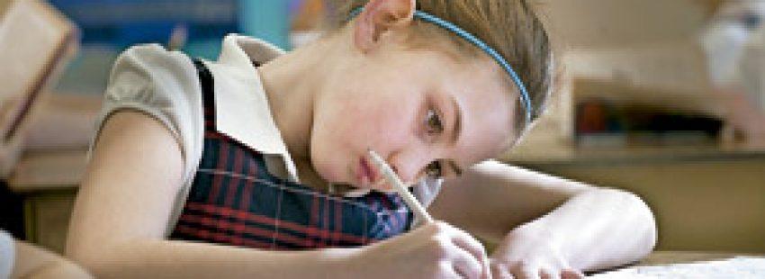 niña estudiante en un colegio católico