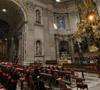cardenales en oración en la basílica de San Pedro 6 de marzo 2013