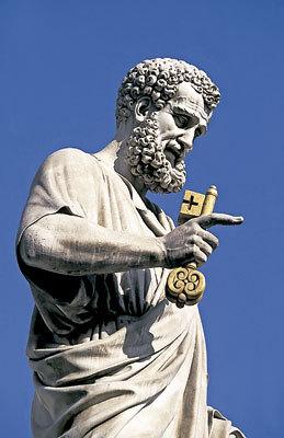 estatua de San Pedro con las llaves