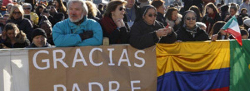 católicos latinoamericanos despiden al papa en Plaza de San Pedro