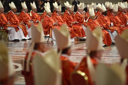 cardenales en la Misa Pro Eligendo Pontifice 12 marzo 2013