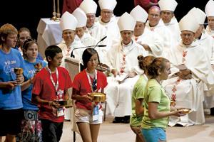 obispos y jóvenes durante una JMJ