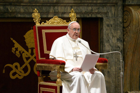 el papa Francisco en su discurso en el encuentro ante los cardenales