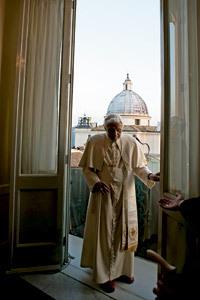 Benedicto XVI entra en el palacio apostólico de Castel Gandolfo en su última aparición pública