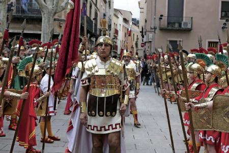 procesión de Semana Santa por las calles de Cataluña