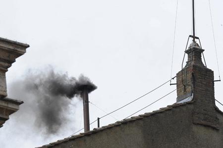 segunda fumata negra miércoles 13 marzo por la mañana