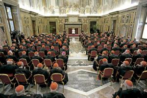 papa Francisco reunido con cardenales
