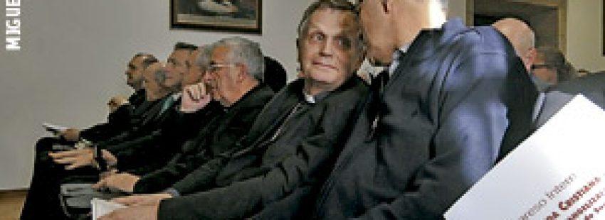 Henri Brincard, obispo de Le Puy-en-Velay Francia en el Congreso sobre el Camino de Santiago