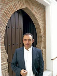 Jesús Sánchez Adalid, sacerdote y novelista