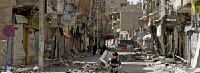 niño en bicicleta en Siria calles destrozadas por la guerra