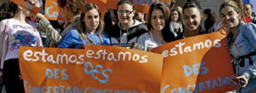 plataforma Estamos Desconcertados manifestación contra los recortes en la escuela concertada de la Junta de Andalucía