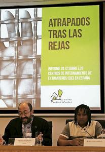 Daniel Izuzquiza en la presentación Informe Pueblos Unidos 2012 sobre CIE rueda de prensa 2013