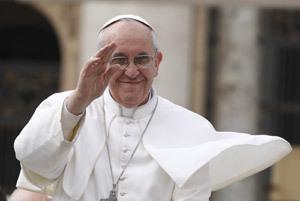 papa Francisco saluda