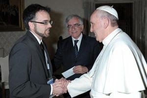 papa Francisco y Darío Menor corresponsal de Vida Nueva en Roma