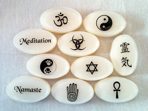 fichas con símbolos de New Age