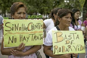 mujeres protestan para luchar contra la trata de personas