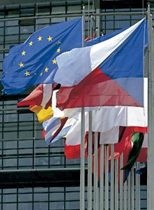 banderas de la Unión Europea y de varios países