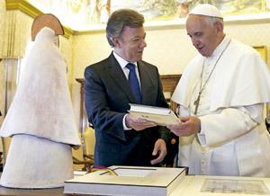 papa Francisco con presidente de Colombia Juan Manuel Santos