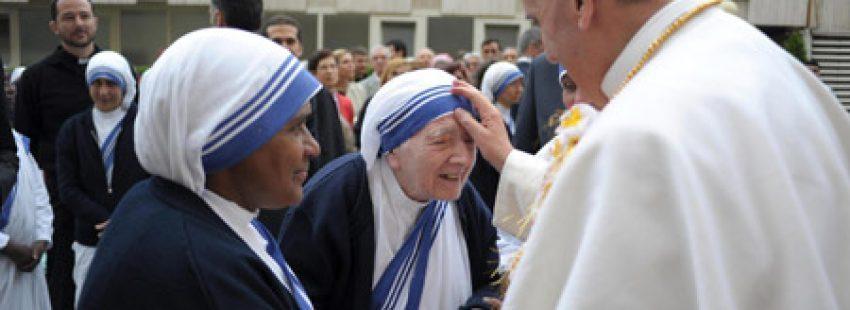 papa Francisco visita Casa de acogida Don de María de las Misioneras de la Caridad en el Vaticano mayo 2013
