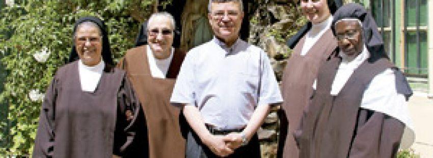 Santiago Agrelo, arzobispo de Tánger y religiosas carmelitas