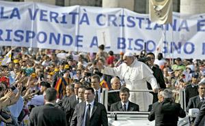 papa Francisco durante la vigilia de Pentecostés 2013