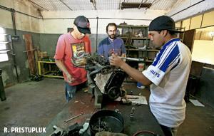 talleres de jóvenes de la Iglesia en villas miseria en Buenos Aires