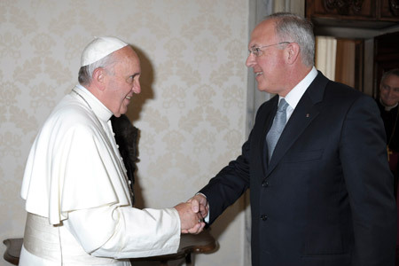 papa Francisco y Carl A. Anderson, miembro del Consejo de Administración del IOR