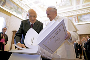 papa Francisco con Giorgio Napolitano presidente de Italia junio 2013