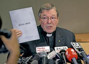 George Pell cardenal de Sydney comparece en la comisión parlamentaria que estudia casos de abusos