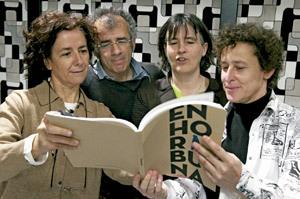 último acto de Gesto por la Paz en Bilbao 1 junio 2013 miembros de la coordinadora dan lectura del último manifiesto