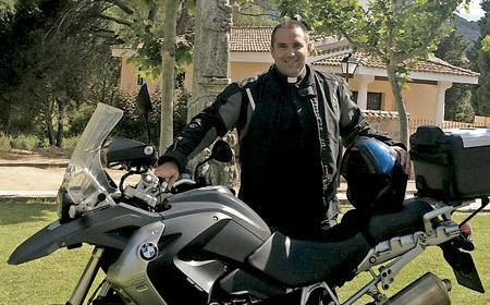 Gonzalo Moreno, cura motero, organizador de La Catedral Motera