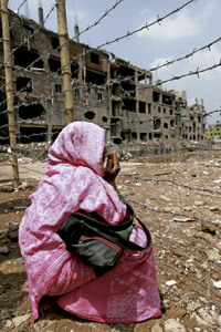 familiar de víctimas del derrumbe de una fábrica textil en Bangladesh