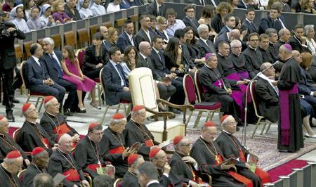 silla vacía del papa Francisco en el concierto Año de la fe junio 2013
