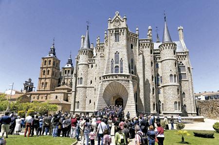 Palacio Arzobispal de Astorga, obra de Gaudí, exterior