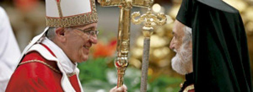 papa Francisco con Ioannis Zizioulas Adamakis, metropolita de Pérgamo junio 2013
