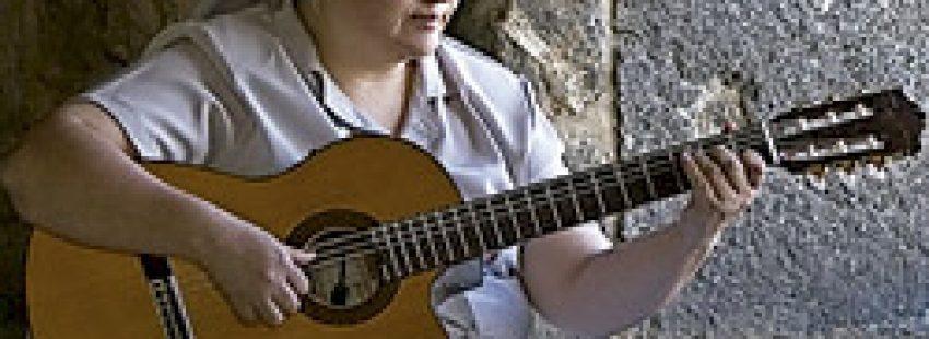 la Hermana Glenda, cantautora católica