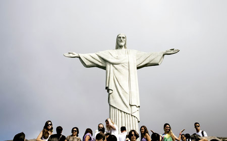 grupo de peregrinos en la estatua del Cristo de Corcovado Río de Janeiro