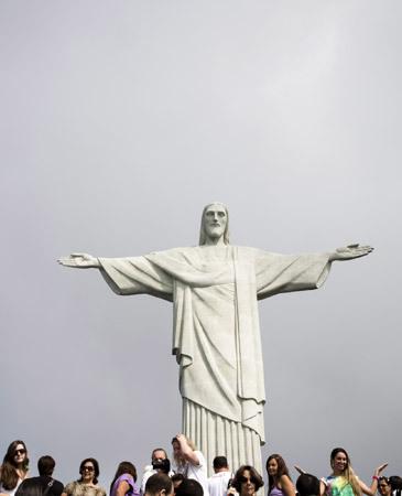 gente en la escultura del Cristo de Corcovado Rio de Janeiro Brasil