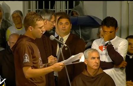 los dos jóvenes drogodependientes rehabilitados que han hablado ante el papa en su visita al hospital de Río Janeiro