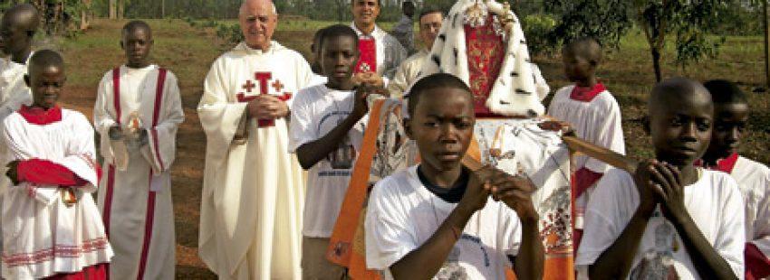 Anastasio Roggero preside procesión en República Centroafricana del Niño Jesús de Praga