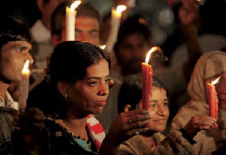 Oración por las víctimas de la violencia en la India