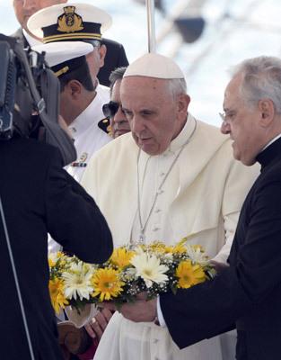 papa Francisco viaja a Lampedusa para rezar por los inmigrantes 8 julio 2013