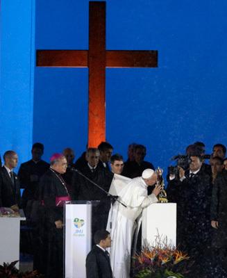 papa Francisco fiesta de acogida en la playa de Copacabana JMJ Río 2013