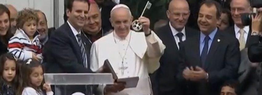 papa Francisco recibe llaves de la ciudad de Río JMJ 2013