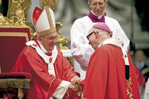 papa Francisco durante la ceremonia de imposición del palio 2013